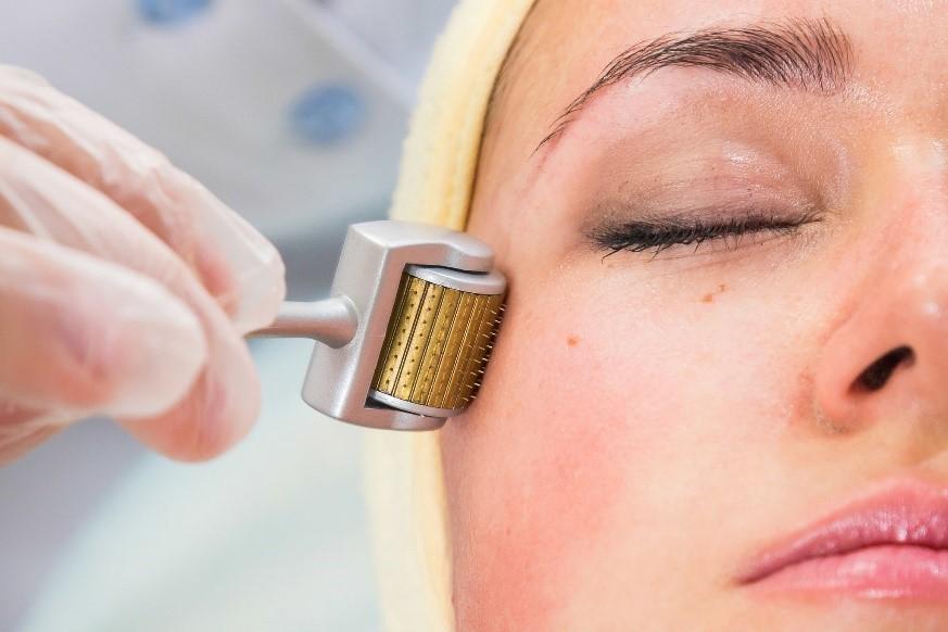 درمارولر یک راه مؤثر برای جوانسازی پوست صورت